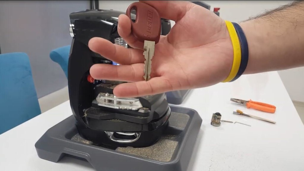 2m2-magic-tank-key-cutting-machine-cut-fiat-gt15-1