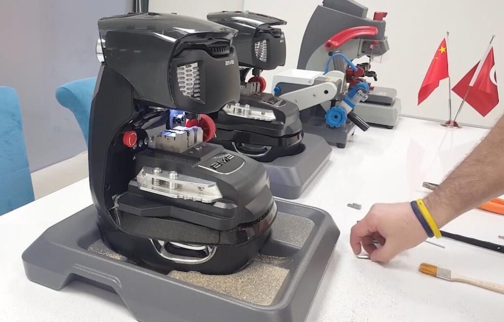 2m2-magic-tank-key-cutting-machine-cut-ford-land-rover-hu101-1