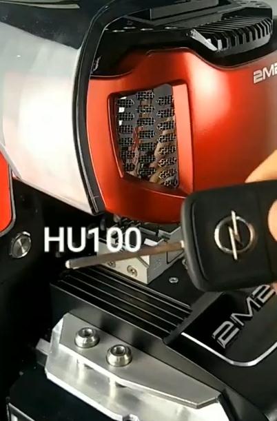 2m2-magic-tank-cut-opel-hu100-1